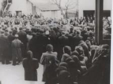 Pochovávanie zavraždených Ladčanov.