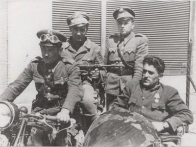 Partizáni po oslobodení Ladiec.