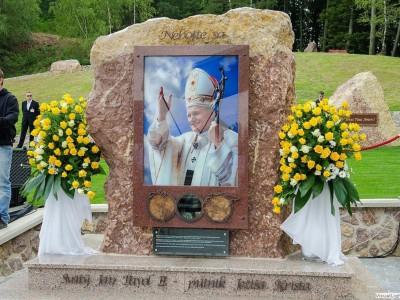 Požehnanie pamätníka sv. Jána Pavla II - Butkov 2014