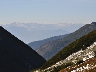 Račkova dolina, v pozadí Nízke Tatry