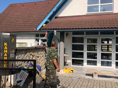 Natieranie konštrukcie Domu smútku v Ladcoch 2018