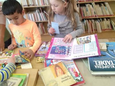Deti z MŠ Ladce v knižnici 2019
