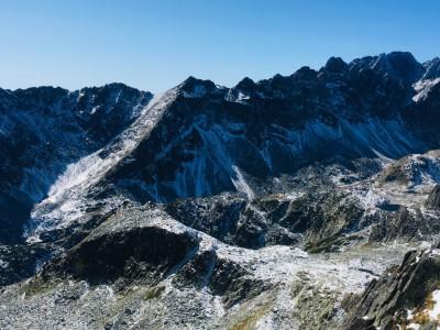 pohľad z Priečneho sedla do Veľkej Studenej doliny - v popredí Bradavica, vzadu Gerlach, v pravo Východná Vysoká a sedlo Prielom