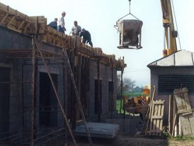 Výstavba a otvorenie tribúny 2004